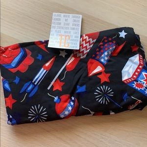 LulaRoe TC leggings with fireworks NWT